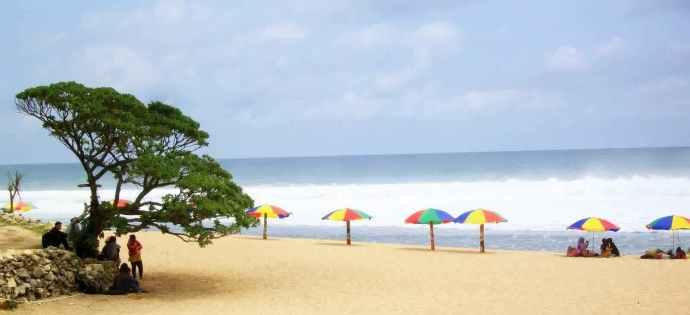 2.Pantai-Pok-Tunggal-Pantai-Pasir-Putih-Indah-yang-Tersembunyi1