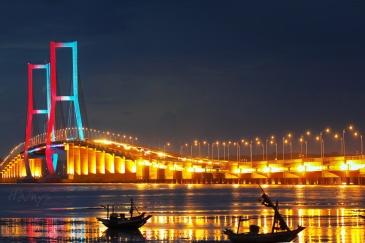 Jembatan-Suramadu-Objek-Wisata-di-Jawa-Timur